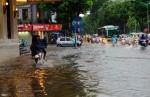 Hà Nội mưa to là ngập: Đâu là nguyên nhân?