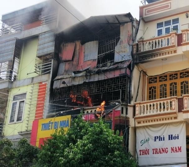 Thanh Hóa: Cửa hàng kinh doanh bếp gas bốc cháy