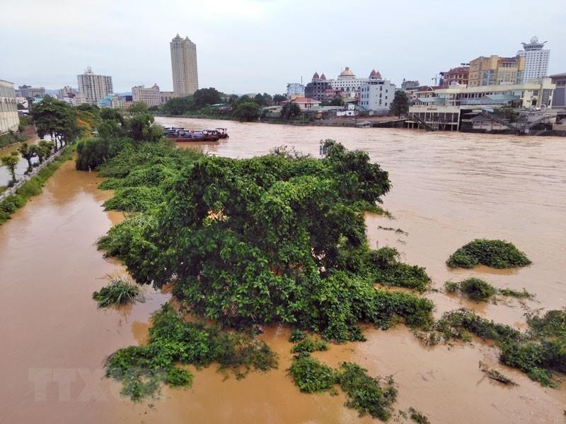 Hình ảnh nhiều tuyến phố tại Móng Cái chìm trong mưa lũ