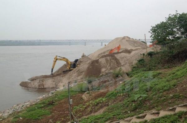 Quyết tâm xử lý tình trạng vi phạm pháp luật về đê điều trên địa bàn thành phố Hà Nội