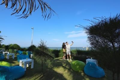 Cận cảnh quán bar biển lộng gió vừa ra mắt tại Sầm Sơn, Quy Nhơn