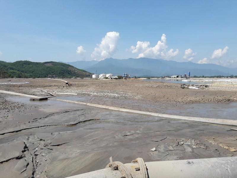 Lơ lửng bãi bùn thải 1 triệu m3 cạnh cảng Chân Mây ở TT - Huế: Dân nghi ngờ nguồn nước bị ô nhiễm