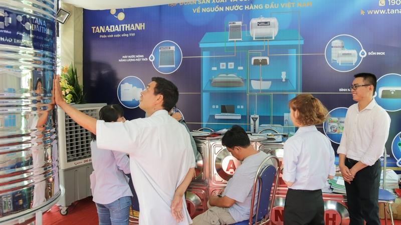 Gian hàng Tập đoàn Tân Á Đại Thành thu hút khách tham quan và mua sắm tại Vietbuild TP.HCM 2019