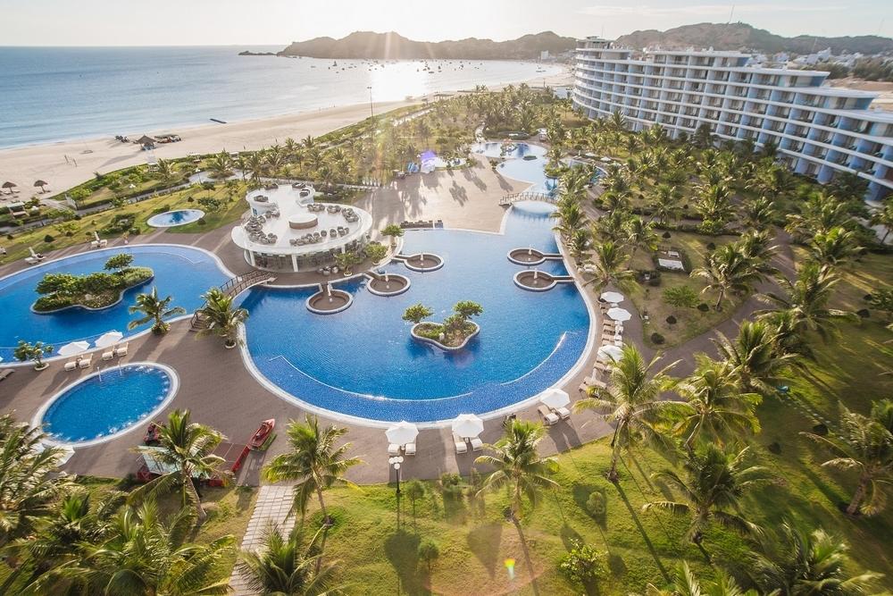 Bắt trend Staycation giữa thời giãn cách: Gia đình Việt săn kỳ nghỉ 5 sao tại resort gần nhà