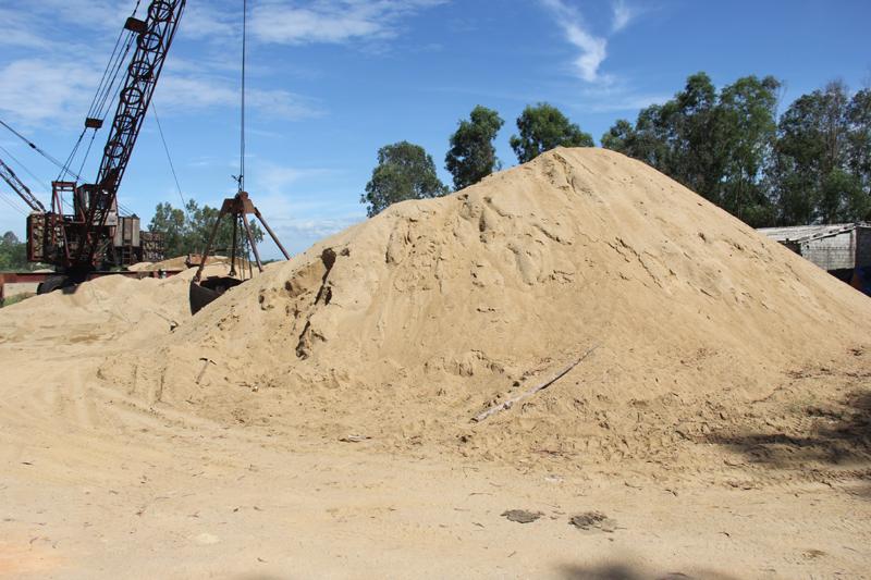 Hà Tĩnh: Cần kịp thời điều chỉnh quy hoạch, cấp phép khai thác mỏ để bình ổn giá VLXD