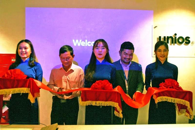 Khai trương showroom thương hiệu đèn chiếu sáng cao cấp UNIOS tại Hà Nội