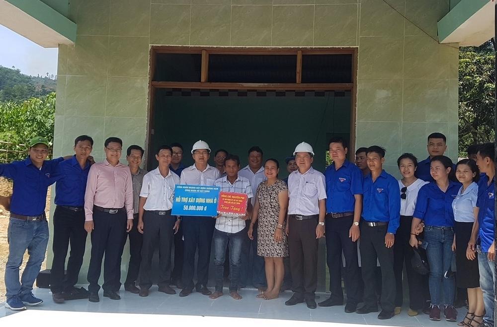 Sở Xây dựng Quảng Nam bàn giao 3 nhà ở cho hộ nghèo xã Trà Nú