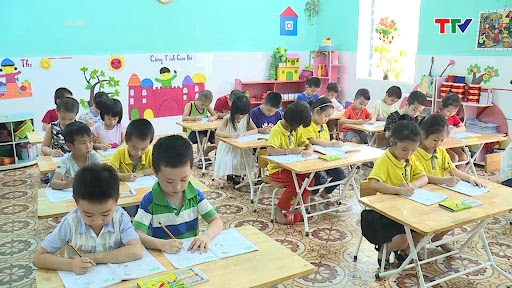 Thanh Hóa: Khổ cho cô giáo, khó cho học sinh lớp 1