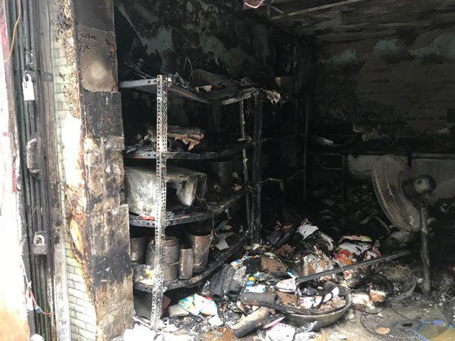 Cửa hàng ăn uống bốc cháy ngùn ngụt trên phố cổ Hà Nội