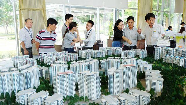 Người giàu chọn căn hộ hạng sang, dân nghèo nhà ở xã hội cũng khó mua