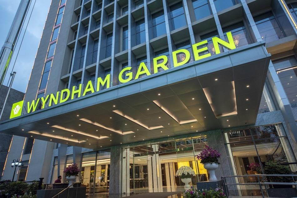 wyndham garden ha noi nhan giai thuong agodas 2021 customer review award