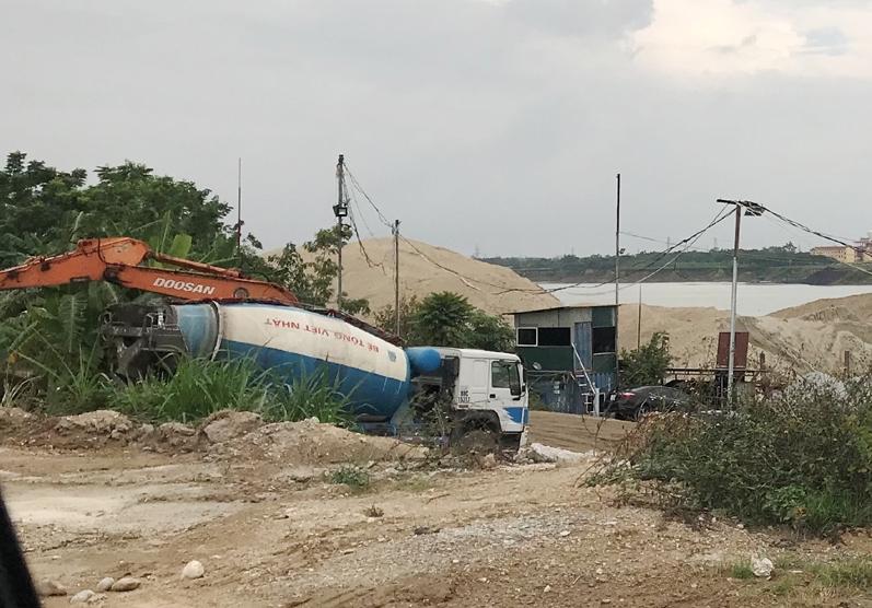 Vĩnh Phúc: Trạm trộn bê tông của Cty Việt Nhật ngang nhiên hoạt động lấn chiếm hành lang đê sông Lô
