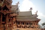 Bên trong lâu đài gỗ không dùng đinh ở Thái Lan