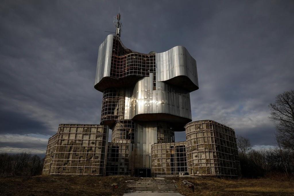 Thế giới không tưởng từ các công trình thô mộc ở Nam Tư cũ