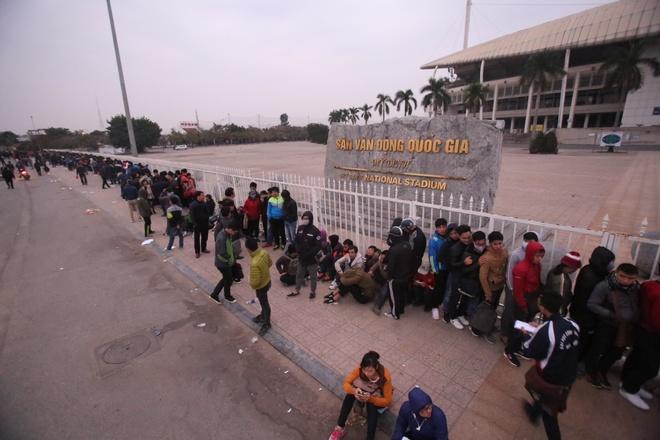 CĐV xếp hàng xuyên đêm, chờ mua vé trận Việt Nam - Indonesia