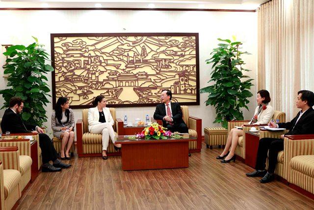 Bộ trưởng Phạm Hồng Hà tiếp Đại sứ Uruguay Rosario Portell Casanova