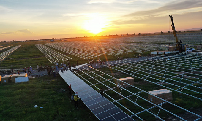 Nên giải oan cho pin mặt trời!