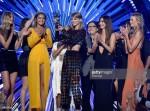 Taylor Swift vượt mặt đàn chị tại VMA 2015