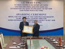deputy minister bui pham khanh awarded medal for director koica in vietnam