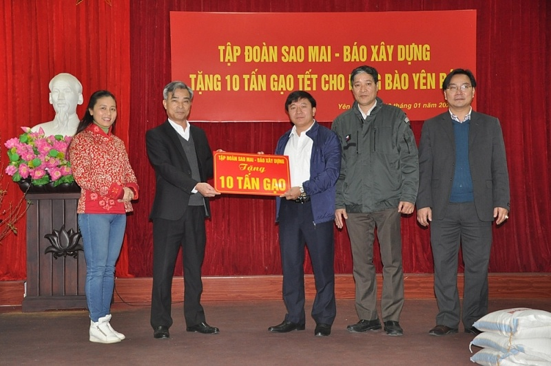 sao mai group construction newspaper gifted 10 tons of rice to the poor in yen bai province