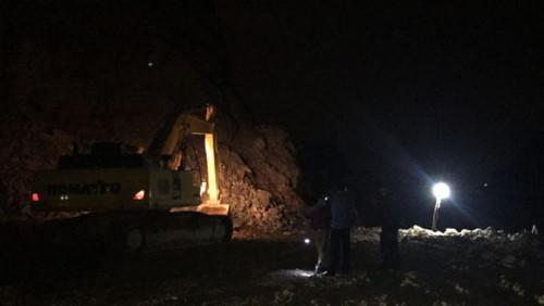 Nam công nhân bị vùi lấp dưới mỏ đá ở Quảng Ninh