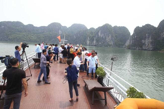 Delegates from OANA members visit Ha Long Bay