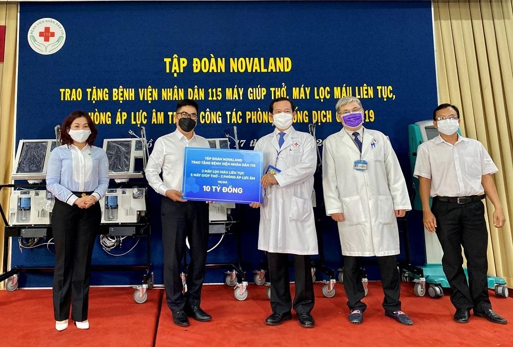 Novaland trao tặng trang thiết bị y tế cấp thiết tại Bệnh viện Nhân dân 115