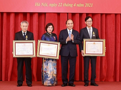 President awarded Medal to former leader of Ministry of Construction