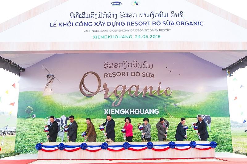 """Vinamilk liên doanh với doanh nghiệp Lào và Nhật Bản khởi công xây dựng Tổ hợp """"Resort"""" bò sữa Organic quy mô 5.000ha"""