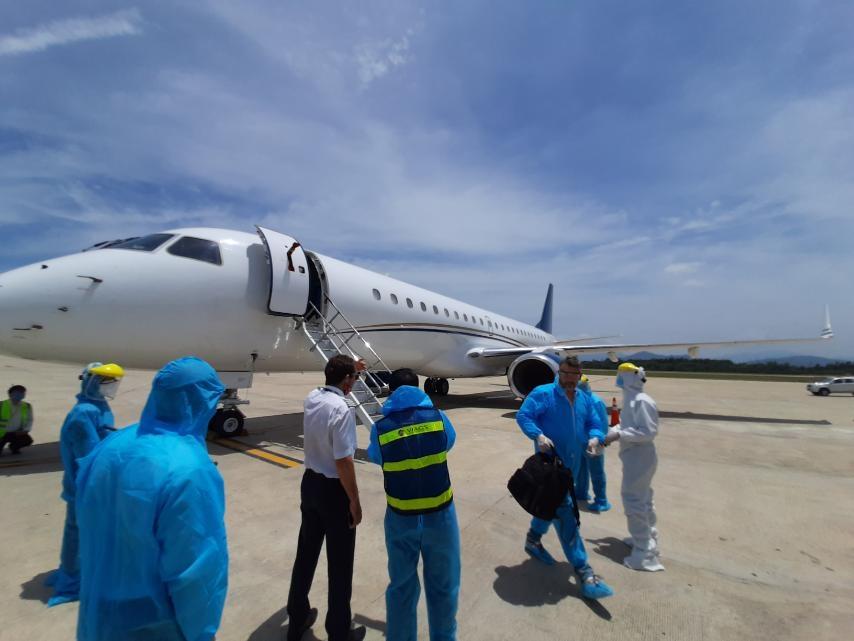 Hòa Phát bao trọn gói chuyến bay đưa 15 chuyên gia đến Dung Quất