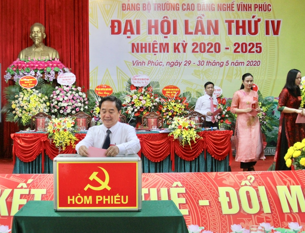 truong cao dang nghe vinh phuc to chuc thanh cong dai hoi dang bo lan thu iv nhiem ky 2020 2025