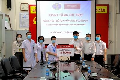 Agribank hỗ trợ Bệnh viện Bệnh nhiệt đới Trung ương phòng chống Covid-19