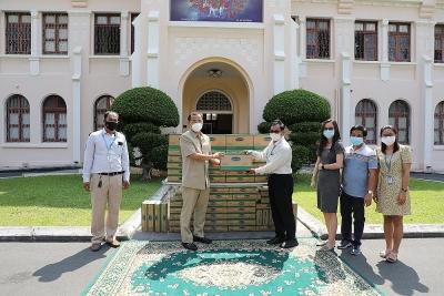 """Công ty con của Vinamilk tại Campuchia tặng 48.000 hộp sữa cho trẻ em và người dân """"vùng đỏ"""" dịch Covid-19 tại Phnom Penh"""