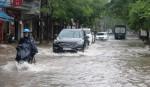 Nhiều đường phố Hải Phòng biến thành sông sau mưa lớn