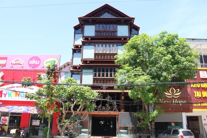 """Khám phá ngôi nhà gỗ 5 tầng """"độc nhất vô nhị"""" của lão gia ở Hà Tĩnh"""