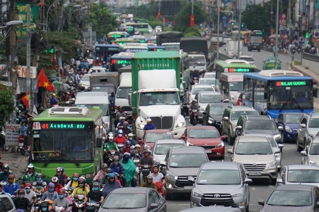 Ways sought to speed up construction of HCM City–Moc Bai Highway