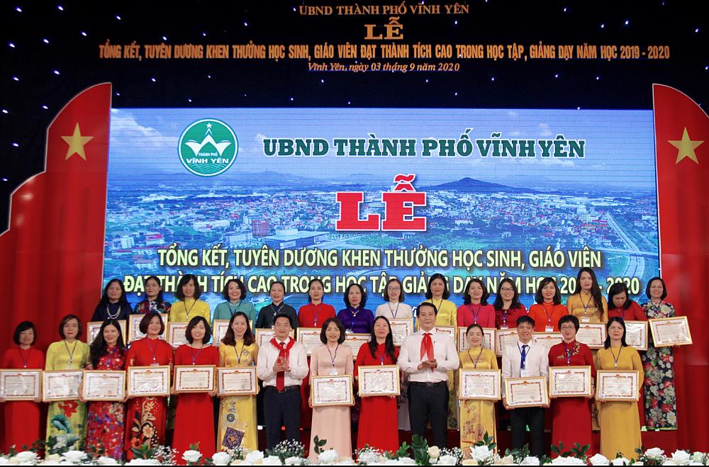 Vĩnh Yên (Vĩnh Phúc): Tuyên dương giáo viên, học sinh có thành tích cao