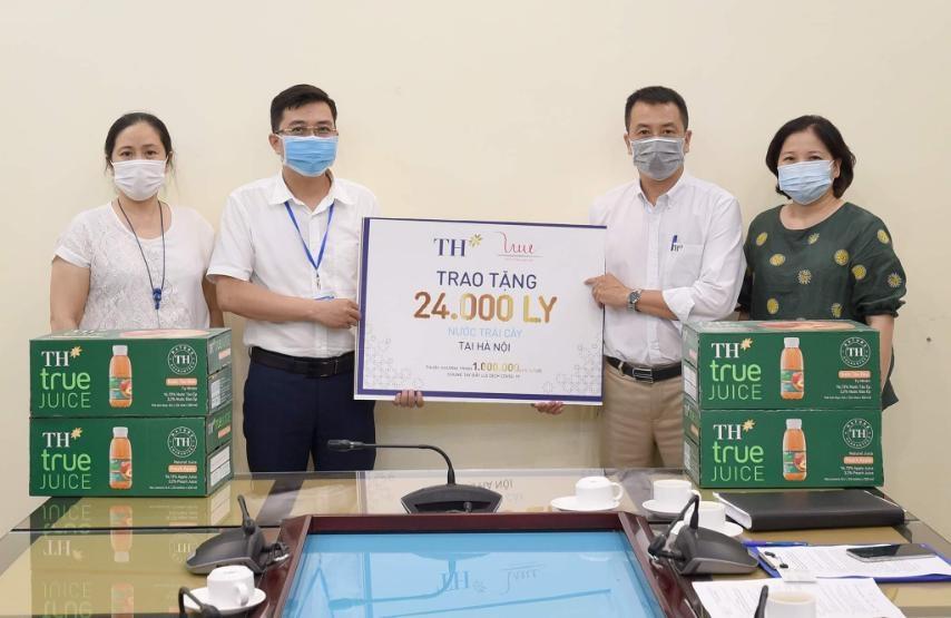 24.000 ly nước trái cây tự nhiên TH true JUICE tiếp sức cho tuyến đầu chống dịch