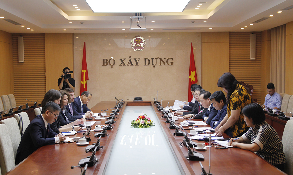 minister of construction works with world bank country director in vietnam