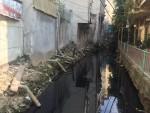 """Hà Nội: Người dân Thụy Khuê """"ngạt thở"""" bên dòng mương ô nhiễm"""