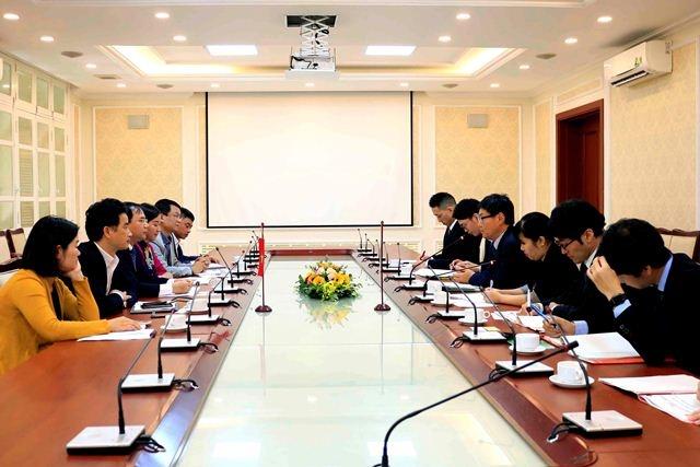 deputy minister nguyen van sinh receives deputy minister of mlit of japan
