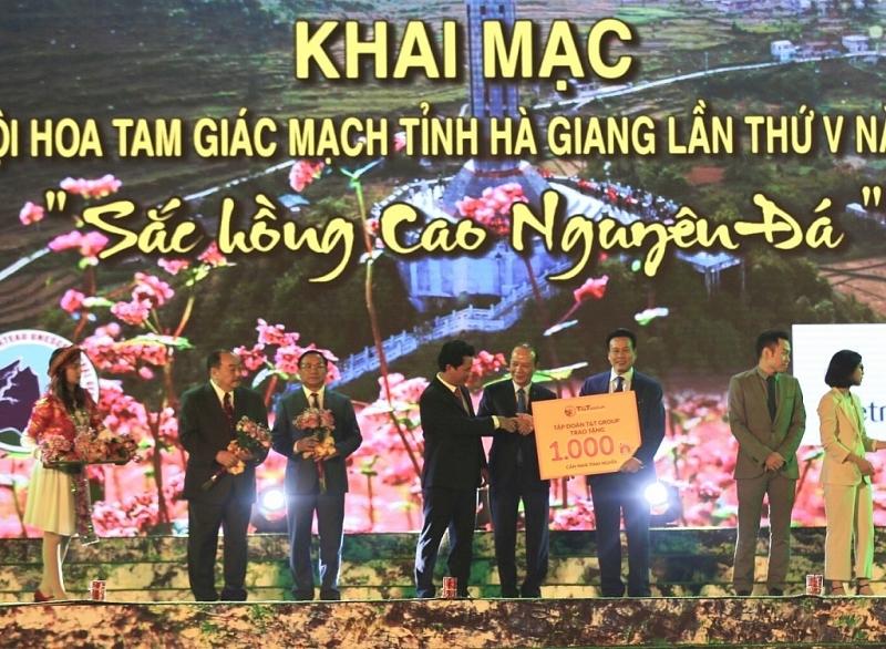t t group trao tang tinh ha giang 1000 can nha tinh nghia