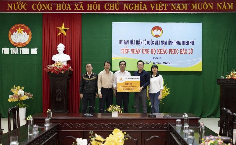Tập đoàn Hải Phát trao tặng gần 1 tỷ đồng ủng hộ đồng bào vùng lũ tỉnh Thừa Thiên Huế
