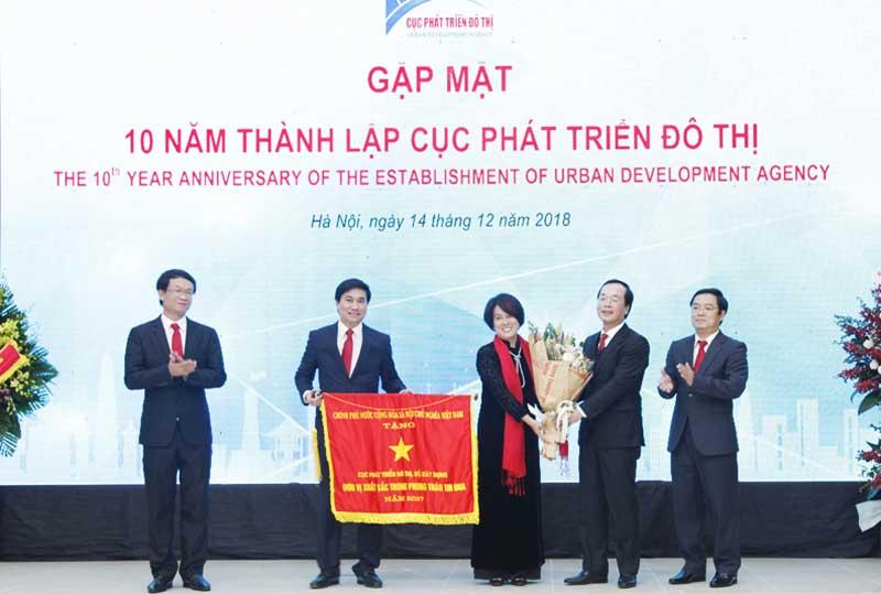 Cục Phát triển Đô thị nhận Cờ thi đua của Chính phủ nhân kỷ niệm 10 năm thành lập