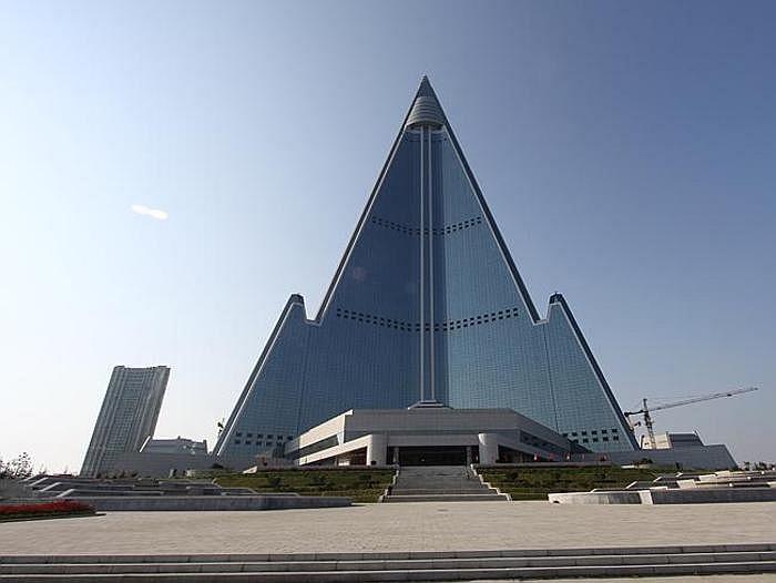 154949baoxaydung image006 Cùng nhìn qua 10 tòa nhà chọc trời có thiết kế dị thường độc đáo