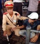 Hà Nội: Người dân truy đuổi tên cướp dây chuyền trên phố