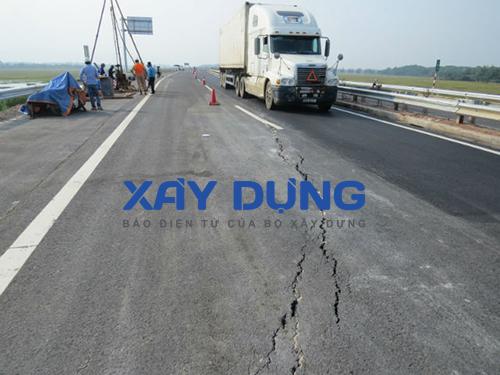"""Tuyến đường cao tốc Nội Bài – Lào Cai: Thông xe 2 ngày đã """"nứt toác"""" đường"""