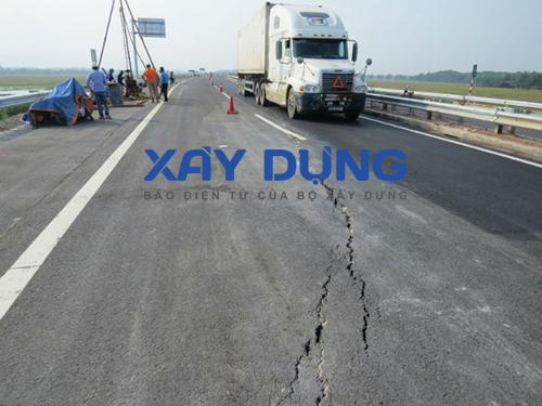 """Tuyến đường cao tốc Nội Bài - Lào Cai: Thông xe 2 ngày đã """"nứt toác"""""""
