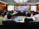 Việt Kiều hỗ trợ sách giúp chăm sóc người cao tuổi