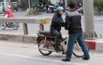 Cảnh sát Hà Nội hóa trang xử phạt vi phạm giao thông